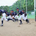 グラウンドに元気よく飛び出すアンダー15侍ジャパンの選手たち