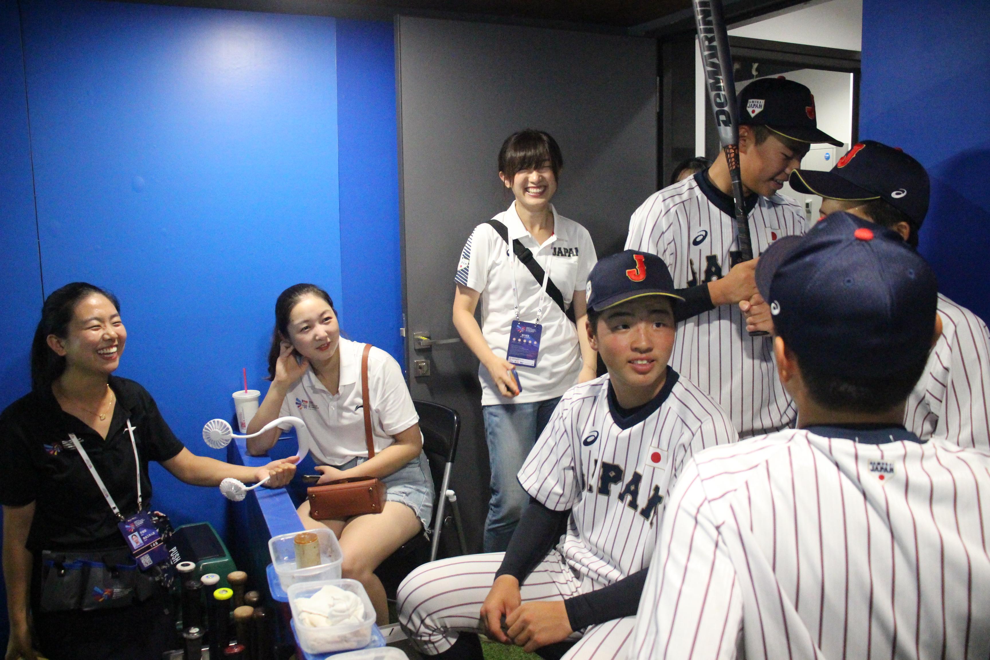 疲れを見せず試合を楽しみにする侍ジャパンU-15の選手たち