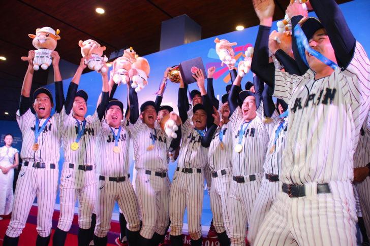 優勝を喜ぶ侍ジャパンU-15代表の選手たち